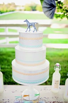 I designed this Kentucky Derby themed dessert table for a Southern Weddings Magazine shoot. images by paper antler. Wedding Desserts, Wedding Cakes, Horse Baby Showers, Wedding Cake Inspiration, Wedding Ideas, Wedding 2015, Wedding Stuff, Dream Wedding, Horse Wedding