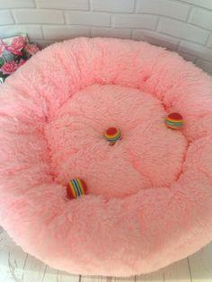 Pet pink and light grey luxury dog bed Designer pet cat dog Big Dog Beds, Pet Beds, Animal Design, Dog Design, Personalized Dog Beds, Designer Dog Beds, Animal Room, Dog Rooms, Fluffy Dogs
