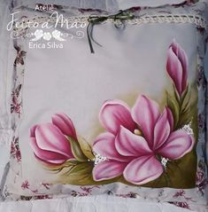 Acrylic Painting Flowers, China Painting, Fabric Painting, Magnolia Paint, Fabric Paint Designs, Eye Drawing Tutorials, Painting Lessons, Pillow Design, Diy And Crafts