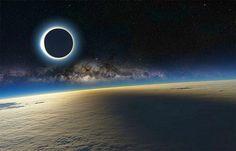 Amerika'da Yüzyılın Güneş Tutulması Bugün  Bugün Amerika'da yüzyılın en büyük tam güneş tutulması yaşanacak. En büyük derken, yaklaşık 100 yıl sonra, Amerika'da Güneş'in anakara üzerinde kesintisiz bir çizgi halinde kararacağı ilk tutulma bu. Peki güneş tutulması nedir ve tutulma sırasında gözlerimizi korumak için ne yapmalıyız?