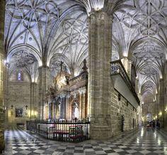 """Interior de la Catedral de Almería: Exposición """"Almería, una mirada al centro"""""""