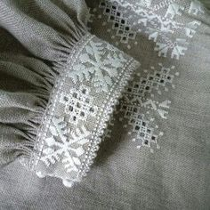 Автор Наталья Матвеева Embroidery Fashion, Sleeve Designs, Embroidery Patterns, Amy, Cross Stitch, Diy Crafts, Ornaments, Blouse, Inspiration