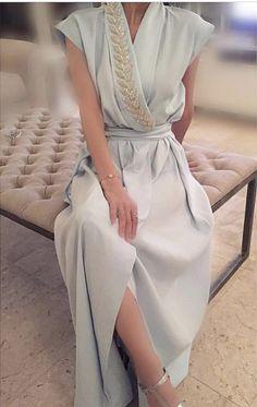 Abaya Fashion, Muslim Fashion, Modest Fashion, Fashion Dresses, Chic Dress, Classy Dress, Mode Abaya, Abaya Designs, Moroccan Dress