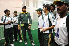 Highly encouragement by Pakistan Cricket Team to our National Disabled Cricket Team, world class bowler of Pakistan Team bowling to one hand Batsman Matloob Qureshi  کوئی تو مطلوب قریشی کو آوٹ کرو ، پاکستانی ہیروز شاہد آفریدی ، سعید اجمل، محمّد حفیظ، عمر گل اور دیگر ، ڈس ایبلڈ کرکٹر کے ساتھ نیٹ پریکٹس کرتے ہوئے دیکھنے کے لئے اس لنک پر کلک کیجئے