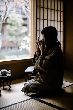 Japanese Kimono, Japanese Art, Japanese Geisha, Japanese Interior, Tea Culture, Natsume Yuujinchou, Japanese Tea Ceremony, Tea Ceremony Japan, Kyoto Japan