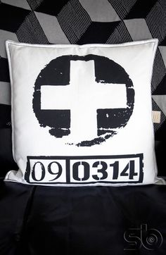 Coussin Cross, HK-living #coussin #noiretblanc @hkliving  #scandinave #decoration #interior #cross #cushion
