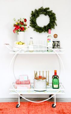 Learn how to style a mid-century bar cart for the holiday. There's a bonus DIY project too: mid-century bar cart makeover. Diy Bar Cart, Gold Bar Cart, Bar Cart Styling, Bar Cart Decor, Bar Carts, Midcentury Modern, Outside Bars, Mid Century Bar, Patio Bar Set