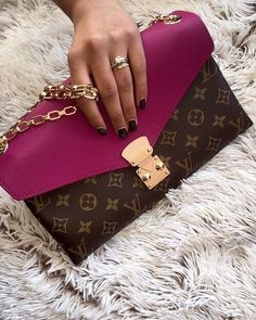 Womens Fashion Louis Vuitton Handbags 2019 New LV Handbags Outlet Deals Sale Lowest Price From Here. Prada Handbags, Louis Vuitton Handbags, Fashion Handbags, Purses And Handbags, Fashion Bags, Louis Vuitton Monogram, Tote Handbags, Cheap Handbags, Handbags Online