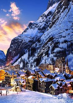 Val d'Isère is a popular ski resort in southeastern #France close to the border with Italy. Val's snowsure slopes make it an ideal venue for a number of ski and snowboard events each year. Learn more about the #beautiful places in #France by checking out the Travel section of Talkinfrench.com https://www.talkinfrench.com/tag/french-tourism/