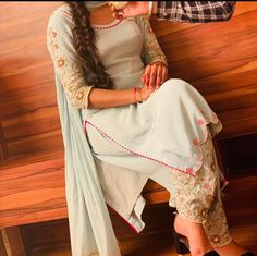 Designer Party Wear Dresses, Kurti Designs Party Wear, Indian Designer Outfits, Indian Outfits, Embroidery Suits Punjabi, Hand Embroidery Dress, Embroidery Suits Design, Embroidery Designs, Latest Party Wear Suits