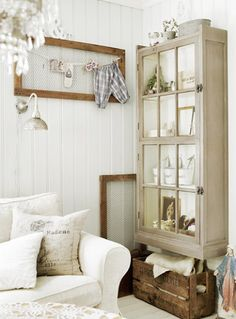 Like the chicken wire frame display on wall. Would be neat to display child's work.