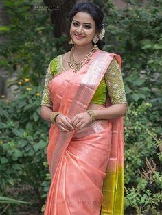 Indian Actress Hot Pics, Beautiful Indian Actress, Saree Poses, Chiffon Saree, Indian Beauty Saree, Saree Styles, Beautiful Saree, Indian Designer Wear, India Beauty