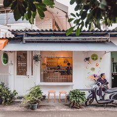 A healthy shop in a very quiet neighborhood and I eat healthy again today. 🤩👏🏻 . . . #serasasaladbar #facadelovers #cafeteller…