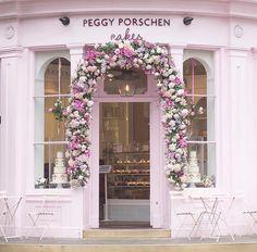 #ihavethisthingwithpink • Foto's en video's op Instagram Pink | Pink house | flowers | cake | pastels | bakery |
