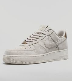 Nike Air Force 1 Suede Women's - find out more on our site. Find the freshest in trainers and clothing online now.