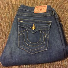 True Religion Becky with Gem Stones, Size 28 This is a pristine pair of True Religion Becky bootcut jeans. Gemstones for all pockets, missing front right stone. Beautiful medium-dark wash, size 28. True Religion Jeans Boot Cut