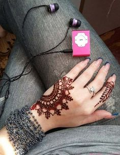 As Rakshabandhan 2019 is Coming, and colleges have started, Here's an article on Henna Mehndi Designs which you can easily pull off to college. Latest Arabic Mehndi Designs, Mehndi Designs Book, Modern Mehndi Designs, Mehndi Designs For Girls, Mehndi Design Photos, Dulhan Mehndi Designs, Beautiful Henna Designs, Mehandi Designs, Beautiful Mehndi
