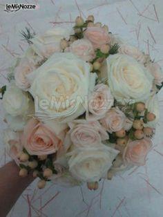 Foto bouquet classico: ricca galleria di immagini di bouquet per la sposa dallo stile classico; scegli il tuo bouquet e richiedi subito un preventivo gratuito!