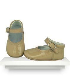 Spanish baby clothes | baby shoes | Beige patent leather shoes |babymaC  - 1
