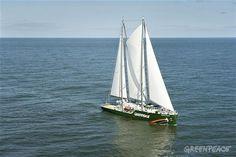 Rainbow Warrior III: http://www.greenpeace.org/argentina/es/sobre-nosotros/barcos/Rainbow-Warrior/#