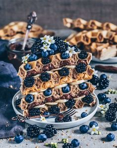Simple vegan waffles sandwich made from waffles with peanut butter, . - Simple vegan waffles waffle sandwich with peanut butter, nutella, banana, blueberrie - Banana Recipes, Waffle Recipes, Vegan Recipes, Vegan Food, Pancake Recipes, Raw Vegan, Peanut Recipes, Sandwich Recipes, Cute Desserts