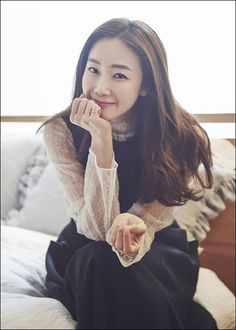 Choi Ji Woo 최지우 signs management contract with YG