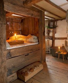 The Christmas House – Tudor Restoration – Priceless Magazines Alcove Bed, Diy Home Decor For Apartments, Primitive Bedroom, Primitive Antiques, Primitive Country, Box Bed, Little Cabin, Cabin Homes, Cabins In The Woods