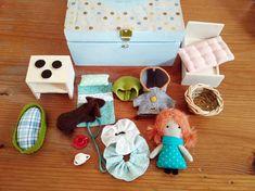 Travelling Dollhouse in a Wooden Box / Mini ragdoll Puppy &