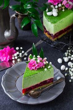 Dziś mam dla Was najbardziej wiosenne i optymistyczne ciasto, jakie zawitało do tej pory na blogu. I zdecydowanie jedna z najfajniejszych propozycji na