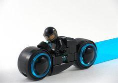 Illuminating-TRON-LEGO-Lightcycle-2