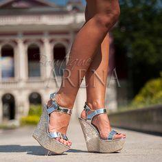 Straluceste in aceste Sandale Dama Cu Platforma Inalta Baker Argintii!