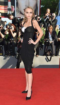 """La actriz y musa de Karl Lagerfeld no se quita sus """"stilettos"""" Chanel"""