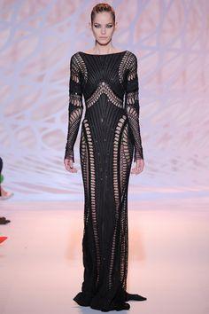 Zuhair Murad - Haute Couture Fall Winter - Shows - Vogue. Look Fashion, New Fashion, Runway Fashion, High Fashion, Fashion Show, Fashion Design, Paris Fashion, Trendy Fashion, Zuhair Murad Haute Couture