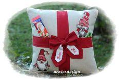 Geschenkverpackungen - Geschenk Nikolaus Weihnachten Wichtel-Paket Kissen - ein Designerstück von antjesdesign bei DaWanda