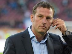 Markus Weinzierl muss mit seinen Augsburgern beim FCSchalke 04 antreten. Foto: Stefan Puchner