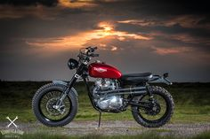 I thinks its only right that Bonnefication feature some real Classics and spotting Steven Robson's Shed Built 1978 Triumph T140v Scrambler a few weeks back, I thought it looked just the sort of bike Bonnefication' readers would love, It' wearing knobblies for a start