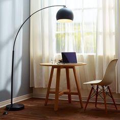 Lampadaire à arc : Le guide d'achat Desk Lamp, Table Lamp, Design Moderne, Guide, Lighting, Home Decor, Pink Light Shades, Arc Lamp, Light Fixture