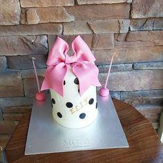 Happy birthday 🎀  #mora #moracakes #sekerhamuru #sekerhamurupasta #modelleme #butik #butikpasta #istanbul #ortakoy #ulus #etiler #kisiyeozel #tasarim #tasarimpasta #cupcake #kurabiye