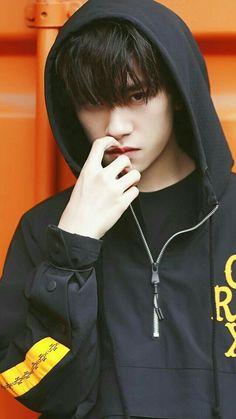 Idol 3, Cute Korean Boys, Boy Music, Jackson Yi, Chinese Man, Instagram Highlight Icons, Flower Boys, Ulzzang Boy, My Guy