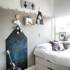 - BOYSROOM - Our boysroom with #bunkbed on 6m2. Goodmorning this #wednesday!  is shining make it a great day. #monochrome#boysroom#kinderkamerstyling#kidsroom#kidsroomdecor#kidsroomstyling#kinderkamer#jongenskamer#boysroomdecor#boysroomdetails#instakids#inredning#scandinavian#nordic#inspiration#myhome#interior#interiørmagasinet#interiør#interiör#homestyling#homes#blackandwhite#ikeahack#ikeanl by rohouseproud