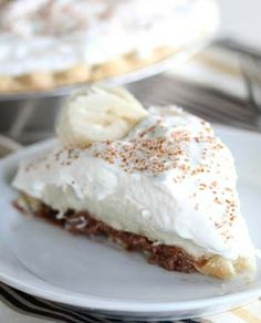 Banana Cream Pie with Nutella Topped Crust - A twist on the original!  The addition of Nutella to the top of the crust pushes the flavors from the banana cream over the edge! Topped with a sprinkling of shaved chocolate only adds to the wow factor. #nutella #pie #chocolate
