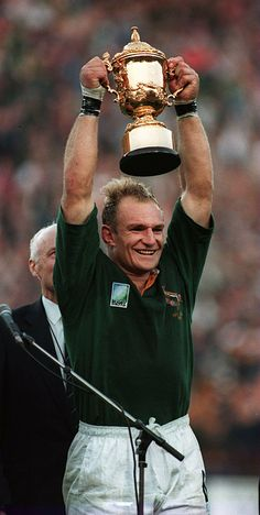 Jacobus Francois Pienaar: (born 2 January is a South African former rugby union player. He played flanker for South Africa (the Springboks) from 1993 until winning 29 international caps, all of them as captain. Best Rugby Player, Rugby Players, Rugby Teams, Rugby Jerseys, International Rugby, Welsh Rugby, Rugby World Cup, Rugby League, Sports Stars