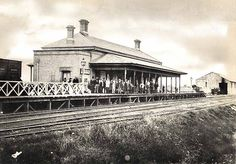 Today in 1863 Jan), Western Rail Line to Penrith opened. The line was a double track branch from the junction with the Main South line at Granville and opened up Penrith to new settlement and business growth Pic: Penrith Railway Station, Australian Photography, Penrith, Victorian Photos, Cool Countries, Blue Mountain, Historical Pictures, Old Photos, Past, Beautiful Places