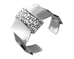 BT1674 graduated textured and polished sterling silver cuff http://www.tianguis.co.uk/shop/index.php/sterling-silver-wristwear/bt1674-graduated-textured-and-polished-sterling-silver-cuff.html