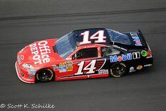 Tony Stewart wins the NASCAR Sprint Cup Daytona 500 Duel 1.