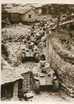 1937 Japanese Tanks Move Thru Chinese Village Enroute to Kalgan Orig Press Photo Military Photos, Military History, Ww2 Photos, Cool Photos, Imperial Army, Ww2 Tanks, War Machine, Machine Guns, Battle Tank