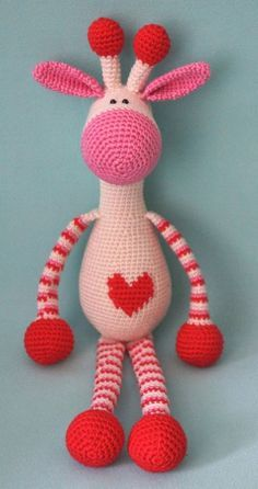 Giraffe Hearty [Amigurumi Crochet Free Pattern Are you looking for amazing and gorgeous birthday or valentine gift? Amigurumi Hearty Giraffe impress everybody. Just look at this picture below, believe you can crochet this toy. Hearty Giraffe amigurumi is Chat Crochet, Crochet Mignon, Crochet Patterns Amigurumi, Crochet For Kids, Crochet Dolls, Free Crochet, Amigurumi Minta, Amigurumi Tutorial, Amigurumi Doll