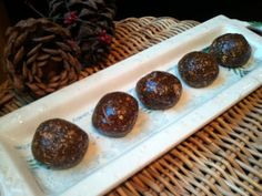 Gingerbread Cookie Protein Balls Healthy Snacks, Healthy Recipes, Protein Ball, Christmas Treats, Gingerbread Cookies, Recipies, Clean Eating, Muffin, Balls