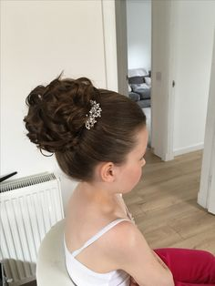 Trendy Wedding Hairstyles For Kids Flower Girls Pictures - Page 2 of 31 - Wedding Dream - Vanesha O Jioda Kids Hairstyles For Wedding, Cute Little Girl Hairstyles, Flower Girl Hairstyles, Curly Bun Hairstyles, Hairdos, Pageant Hair Updo, Toddler Updo, Flower Girl Updo, Communion Hairstyles