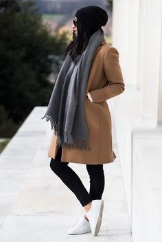 Herbst / Winter - Street Style - Street Chic - Winter-Outfits - Casual-Outfits - Bequeme Outfits - E Casual Winter Outfits, Simple Outfits, Spring Outfits, Mode Outfits, Fashion Outfits, Camel Coat Outfit, Pijamas Women, Mode Blog, Grey Scarf